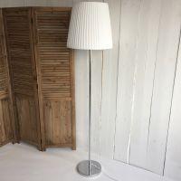 Designklassiker Stehlampe / Jugendlampe WALES, Plissee weiß, Höhe: 180cm