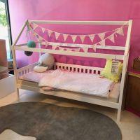 Hausbett LOLLAND II Kinderbett mit Dachaufbau, Massivholz weiß, mit Lattenrost 90x200cm
