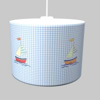 Kinderlampe SAILING BOAT, Lampenschirm mit Segelschiff, blau-weiß kariert, ∅ 35cm