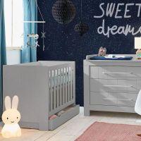 Babybett CARLA Gitterbett grau mit 2 Schlupfsprossen und Lattenrost 120x60cm - Wahlweise mit Bettschublade
