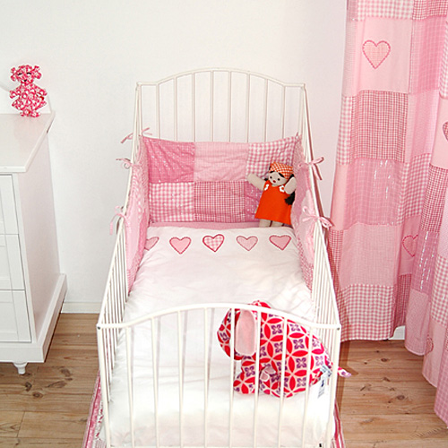 babybettw sche bettw sche patch hearts rosa 100x135 60x40cm dannenfelser kinderm bel. Black Bedroom Furniture Sets. Home Design Ideas