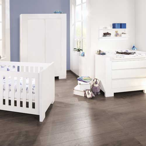 kinderzimmer sky 3 tlg hochglanz wei babybett wickelkommode schrank dannenfelser. Black Bedroom Furniture Sets. Home Design Ideas